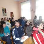 Участниците слушат за целите на обучението