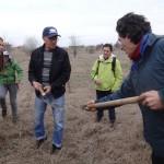 Чичо Митко показва как да изберем здрава права лопата